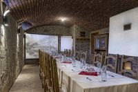 the Wine cellar ( 26 guests)
